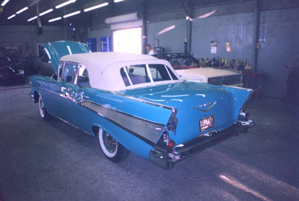 1957 CHEVROLET BEL AIR CONVERTIBLE - Rear 3/4 - 23474
