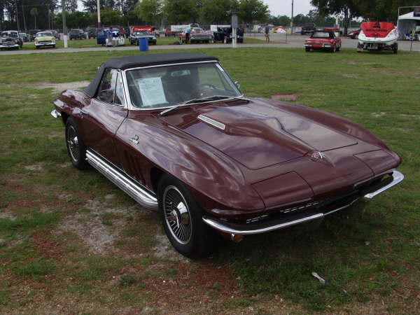 1965 CHEVROLET CORVETTE 396/425 CONVERTIBLE - Front 3/4 - 23477
