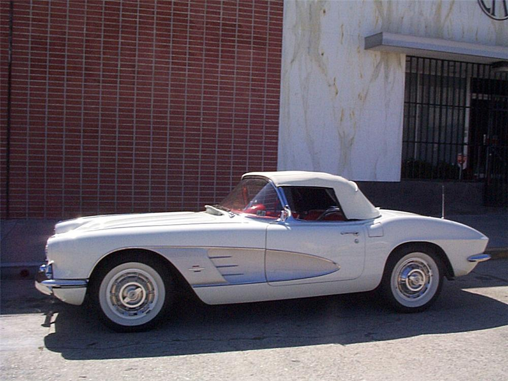 1961 CHEVROLET CORVETTE CONVERTIBLE - Side Profile - 23491