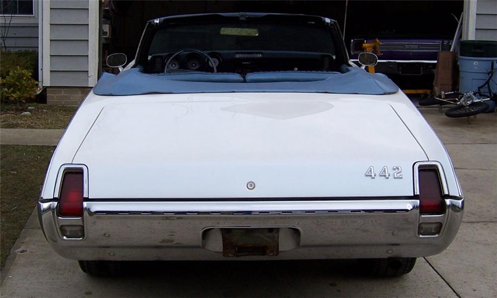 1969 OLDSMOBILE CUTLASS CONVERTIBLE - Side Profile - 23698