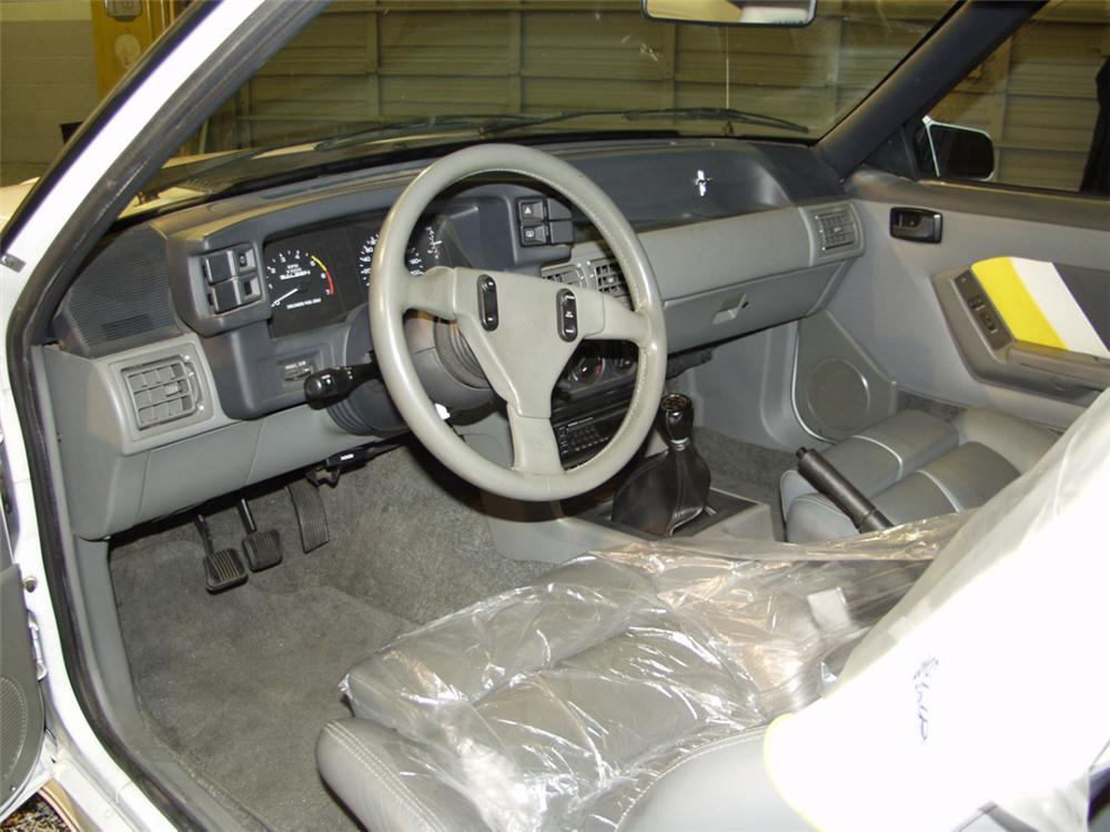 1989 FORD SALEEN MUSTANG SSC COUPE - Interior - 24043