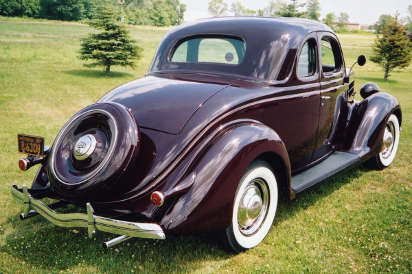 1939 PACKARD 2 DOOR COUPE - Rear 3/4 - 24196