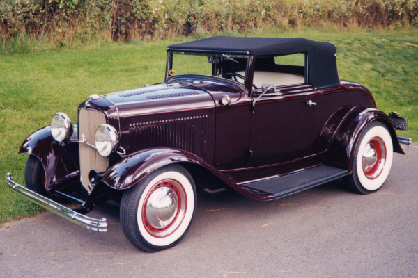1932 FORD HOT ROD - Front 3/4 - 24201