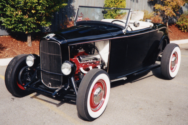 1932 FORD ROADSTER HOT ROD - Front 3/4 - 24202