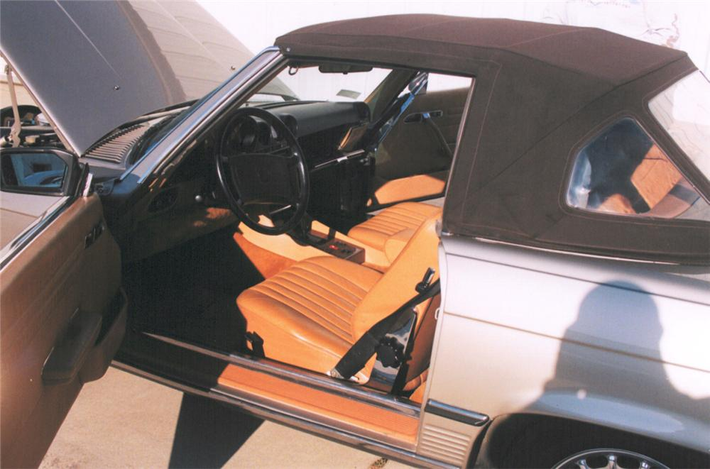 1988 MERCEDES-BENZ 560SL ROADSTER - Interior - 24223
