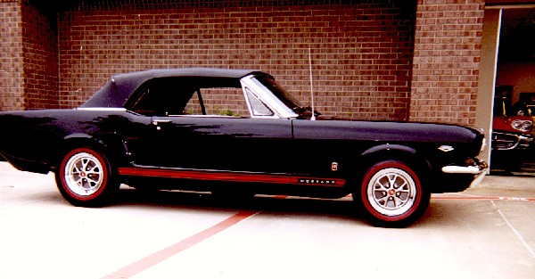 """1966 FORD MUSTANG GT """"K"""" CONVERTIBLE - Front 3/4 - 24231"""