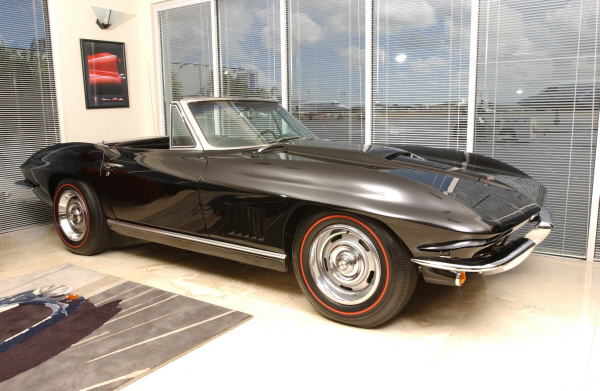 1967 CHEVROLET CORVETTE CONVERTIBLE - Front 3/4 - 24308