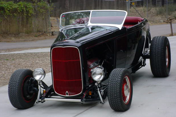 1932 FORD ROADSTER HOT ROD - Front 3/4 - 24352