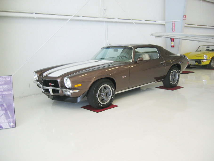 1971 CHEVROLET CAMARO Z/28 COUPE - Side Profile - 24370