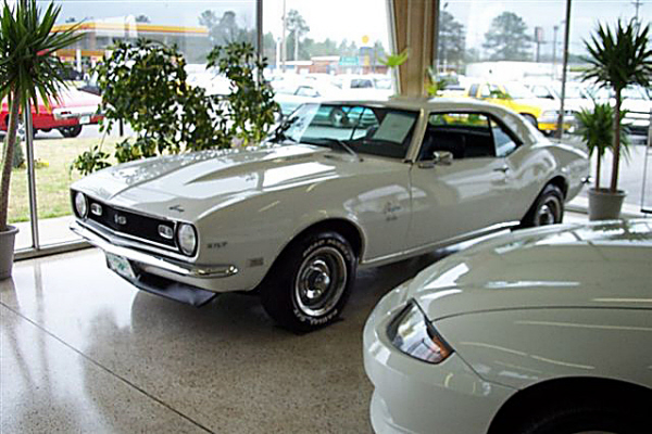 1968 CHEVROLET CAMARO SS 327 COUPE - Front 3/4 - 24469