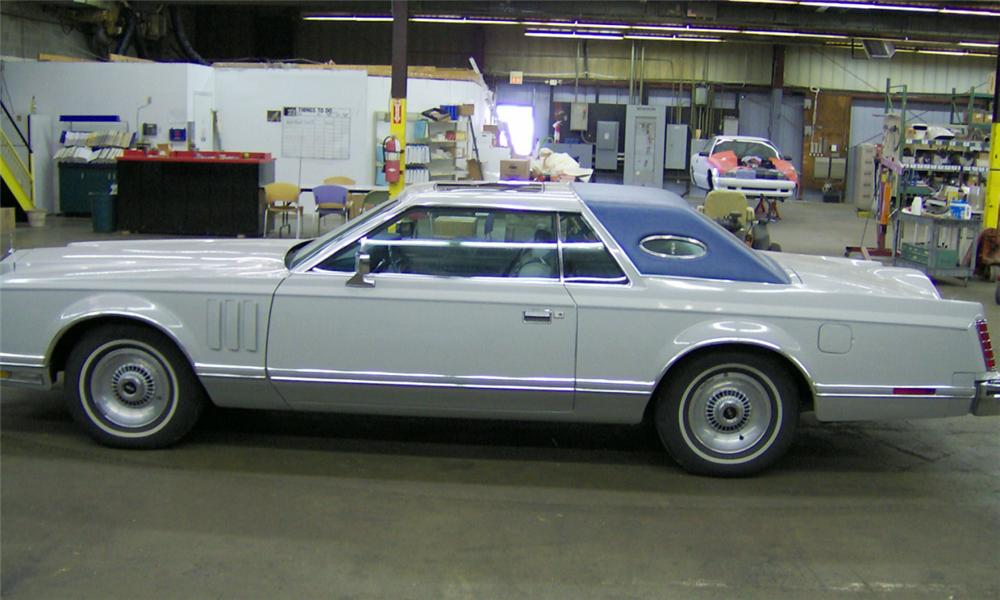 1977 LINCOLN CONTINENTAL MARK VII HARDTOP - Side Profile - 39656