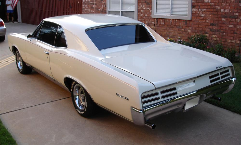 1967 PONTIAC GTO 2 DOOR HARDTOP - Rear 3/4 - 39669
