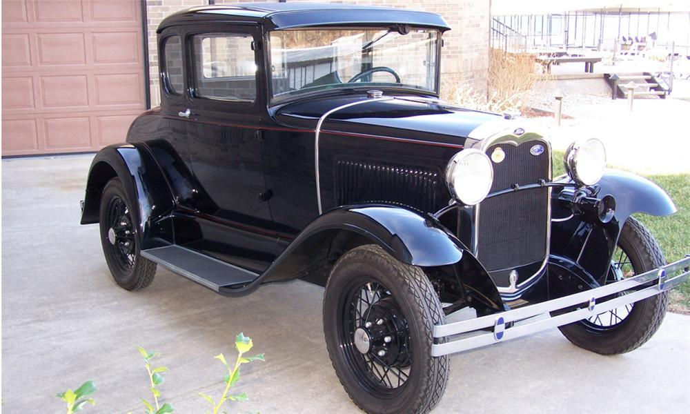 1930 FORD MODEL A COUPE - Front 3/4 - 39681