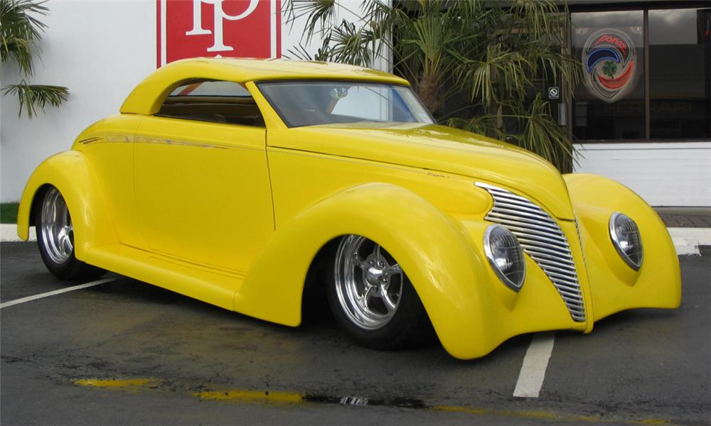 1939 FORD ROADSTER STREET ROD - Front 3/4 - 39799