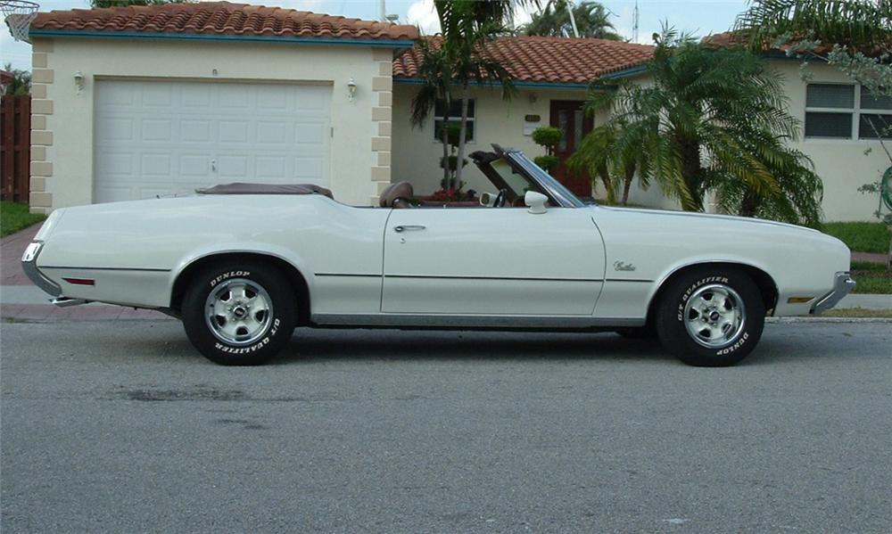 1972 OLDSMOBILE CUTLASS SUPREME CONVERTIBLE - Side Profile - 39854