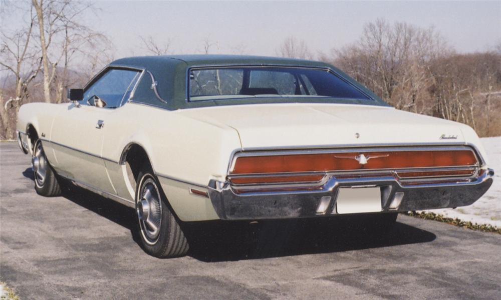 1972 FORD THUNDERBIRD LANDAU COUPE - Rear 3/4 - 39872