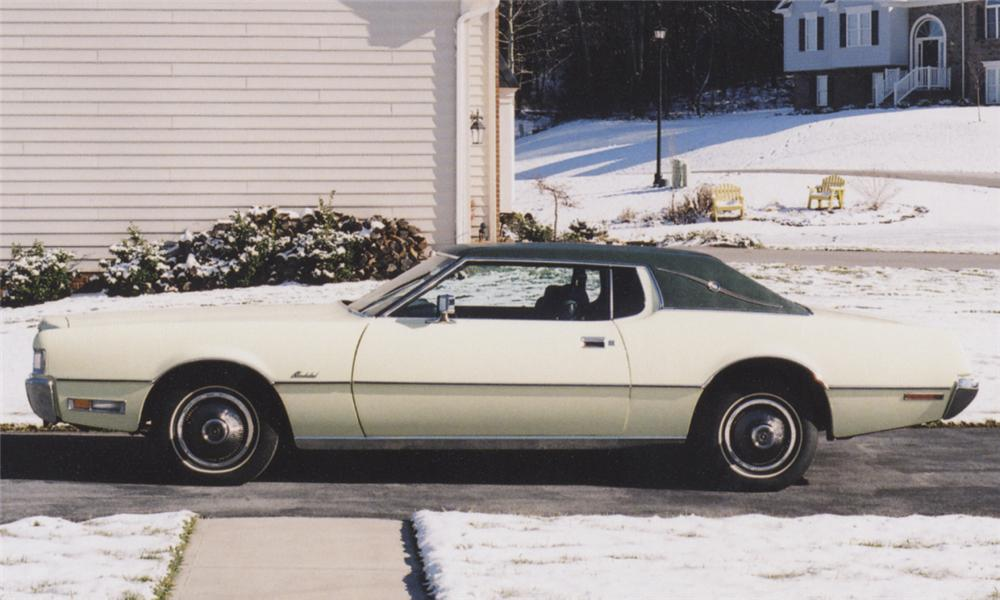 1972 FORD THUNDERBIRD LANDAU COUPE - Side Profile - 39872