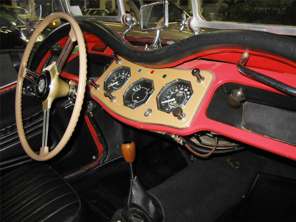 1954 MG TF ROADSTER - Interior - 39885