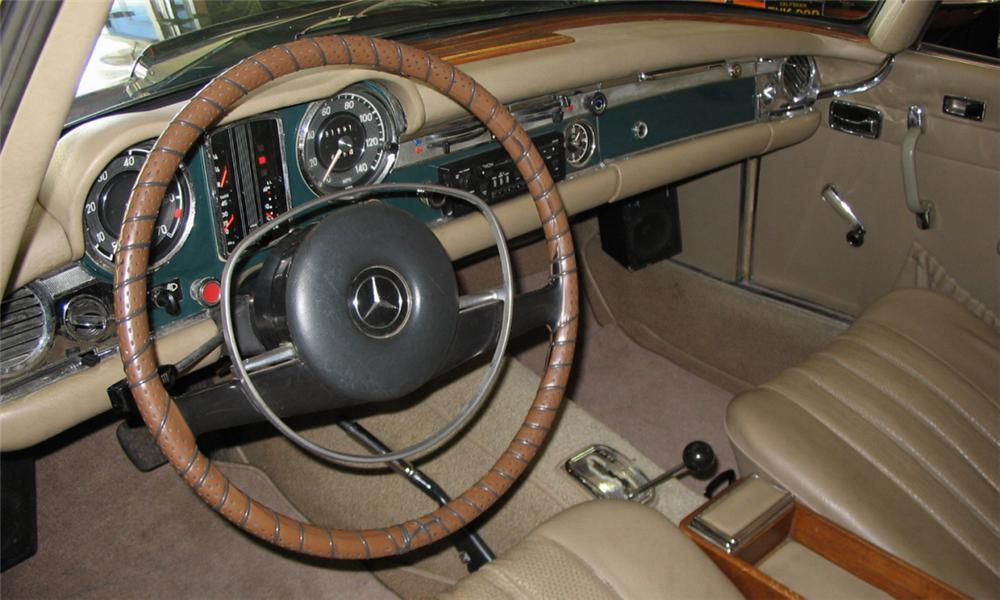 1968 MERCEDES-BENZ 280SL CONVERTIBLE - Interior - 39891