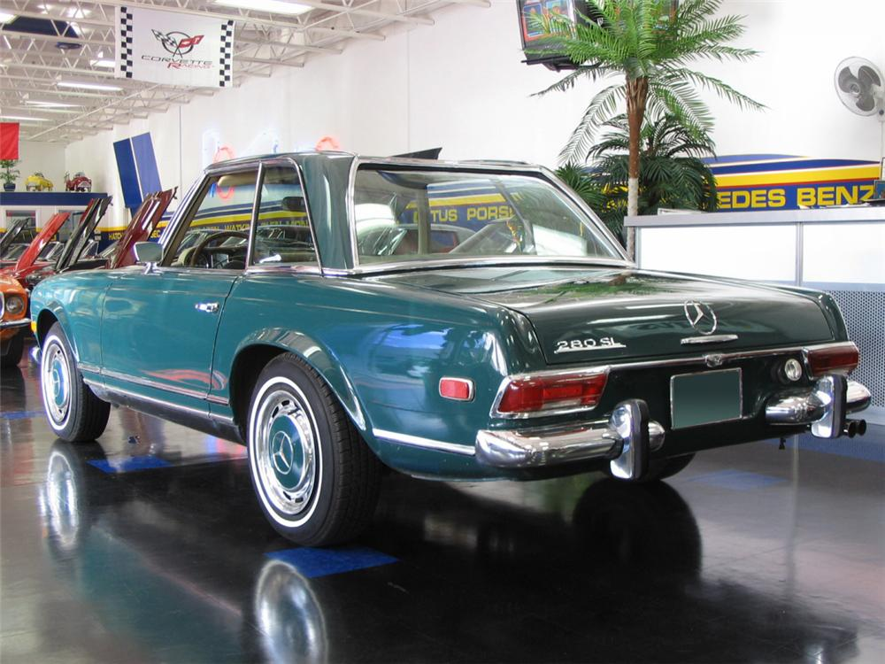 1968 MERCEDES-BENZ 280SL CONVERTIBLE - Rear 3/4 - 39891