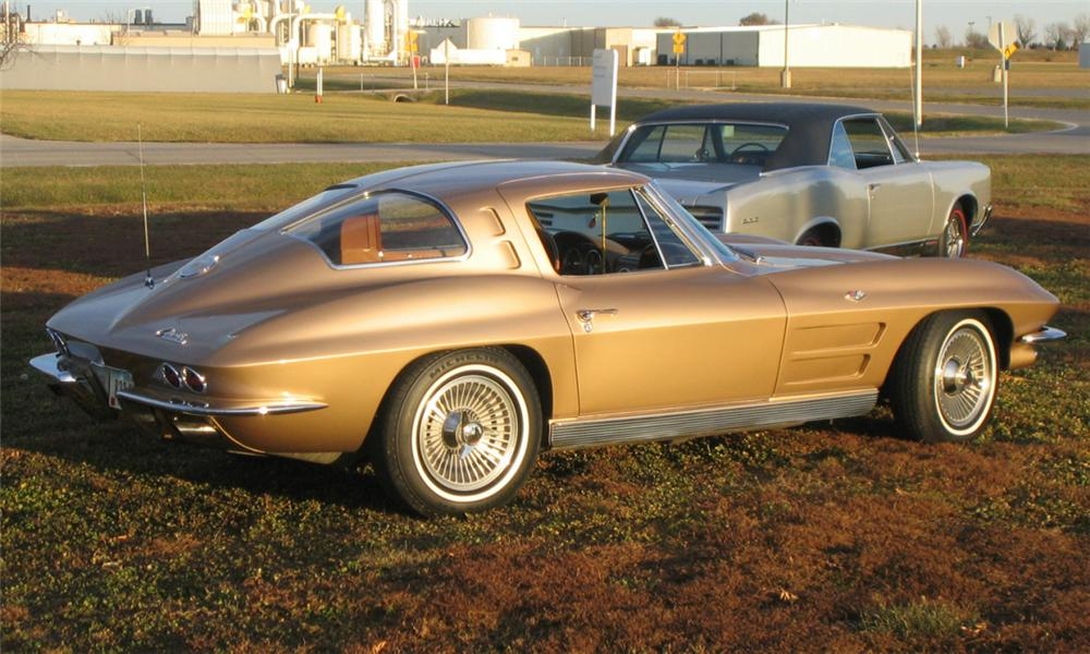 1963 CHEVROLET CORVETTE SPLIT WINDOW COUPE - Rear 3/4 - 39906