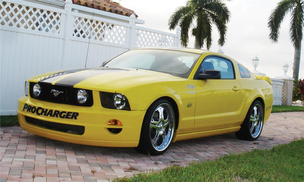 2005 FORD MUSTANG GT CUSTOM COUPE - Front 3/4 - 39910