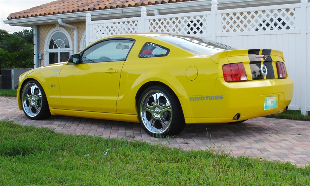 2005 FORD MUSTANG GT CUSTOM COUPE - Rear 3/4 - 39910