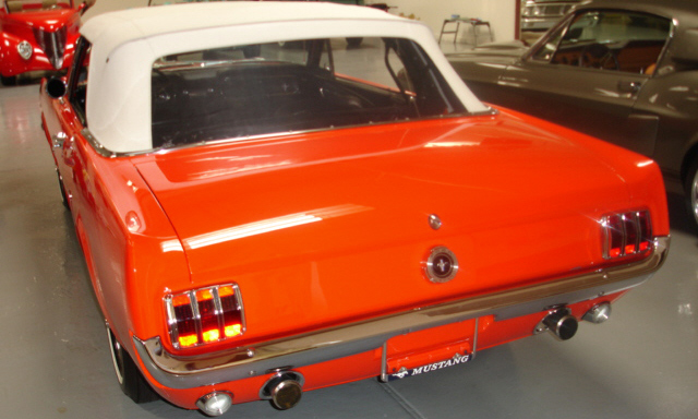 1965 FORD MUSTANG CONVERTIBLE - Rear 3/4 - 39924