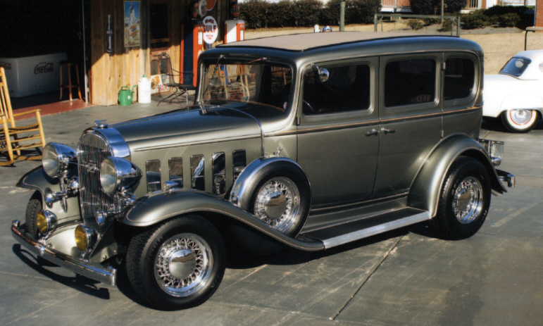 1932 BUICK CUSTOM 4 DOOR SEDAN - Front 3/4 - 39978
