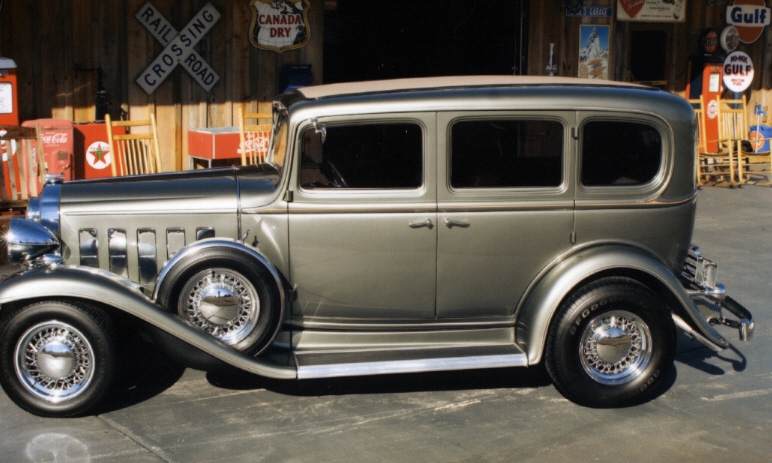 1932 BUICK CUSTOM 4 DOOR SEDAN - Side Profile - 39978