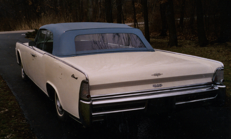 1965 LINCOLN CONTINENTAL CONVERTIBLE - Rear 3/4 - 39993
