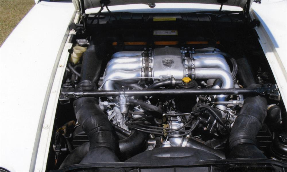 1984 PORSCHE 928S COUPE - Engine - 40010