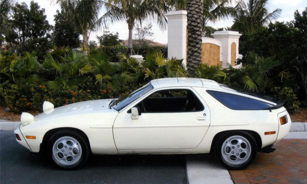 1984 PORSCHE 928S COUPE - Side Profile - 40010