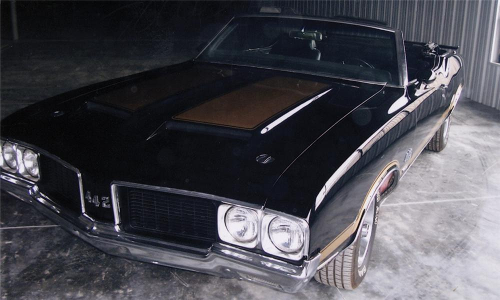 1970 OLDSMOBILE 442 CONVERTIBLE W30 RE-CREATION - Front 3/4 - 40023