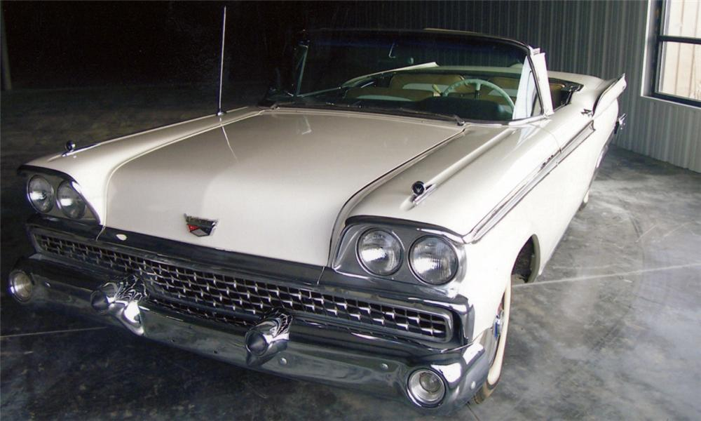 1959 FORD RETRACTABLE CONVERTIBLE - Front 3/4 - 40025