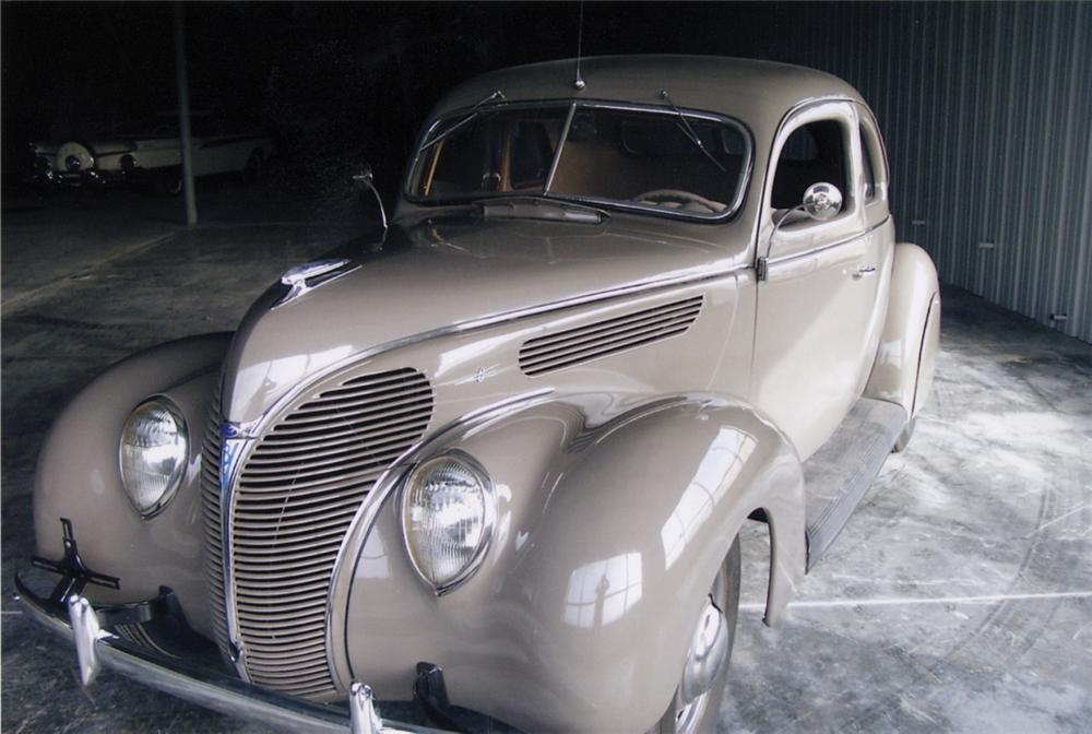 1938 FORD 5 WINDOW COUPE - Front 3/4 - 40026
