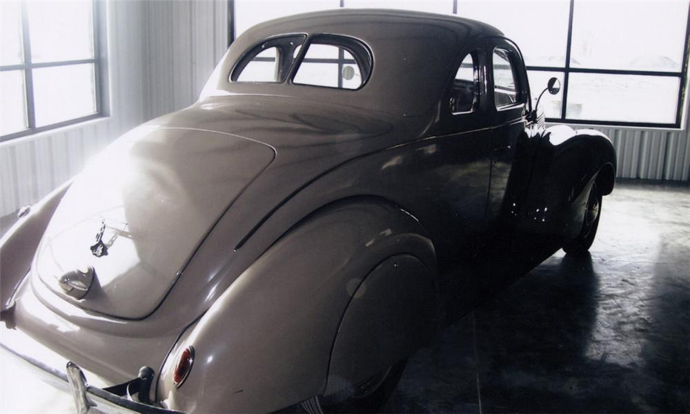 1938 FORD 5 WINDOW COUPE - Rear 3/4 - 40026