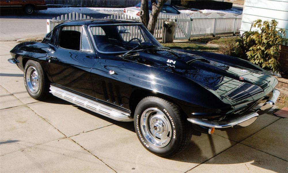 1966 CHEVROLET CORVETTE COUPE - Front 3/4 - 40036