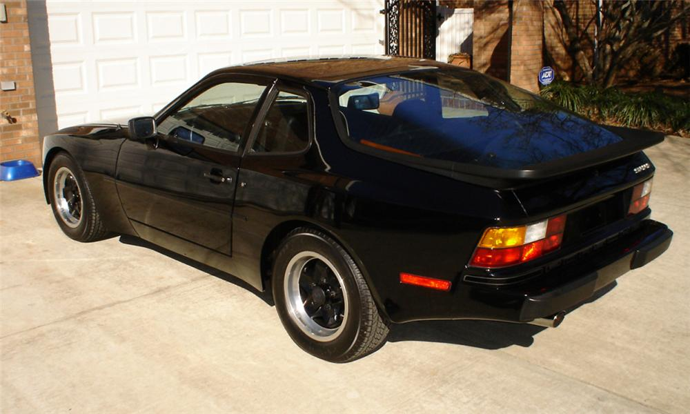 1983 PORSCHE 944 COUPE - Rear 3/4 - 40056