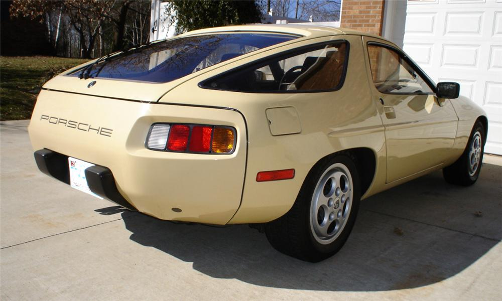 1981 PORSCHE 928 COUPE - Rear 3/4 - 40071