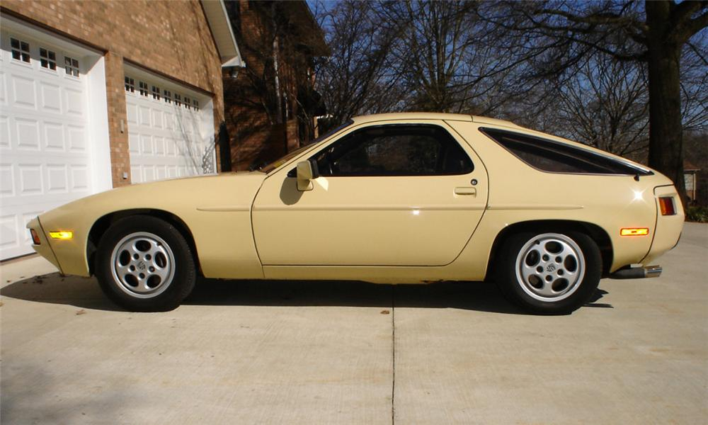 1981 PORSCHE 928 COUPE - Side Profile - 40071