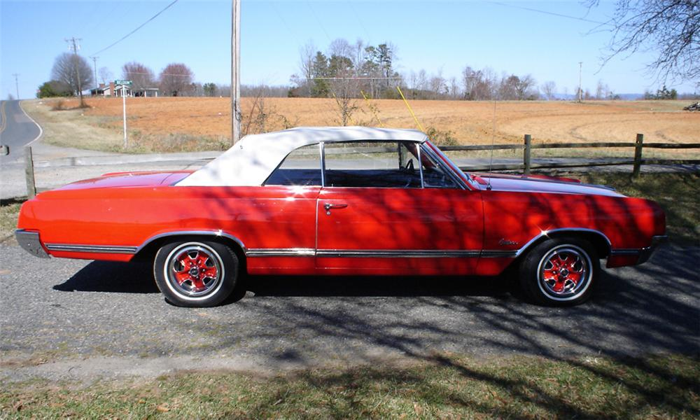 1965 OLDSMOBILE CUTLASS CONVERTIBLE - Side Profile - 40072