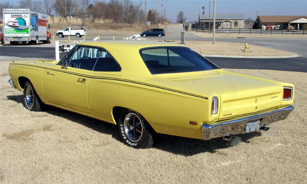 1969 PLYMOUTH ROAD RUNNER 2 DOOR HARDTOP - Rear 3/4 - 40076