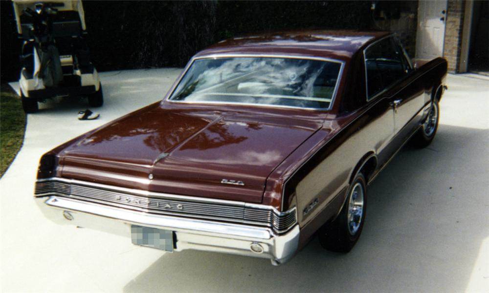 1965 PONTIAC GTO 2 DOOR HARDTOP - Rear 3/4 - 40092