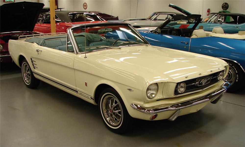 1966 FORD MUSTANG CONVERTIBLE - Front 3/4 - 40139