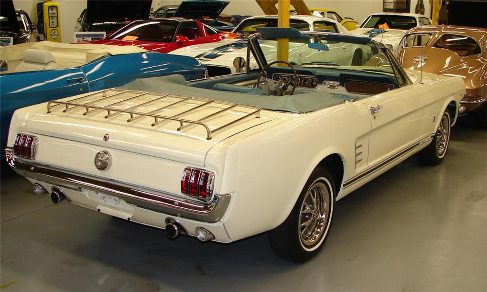 1966 FORD MUSTANG CONVERTIBLE - Rear 3/4 - 40139