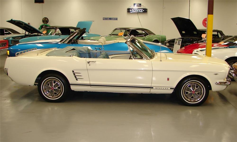 1966 FORD MUSTANG CONVERTIBLE - Side Profile - 40139