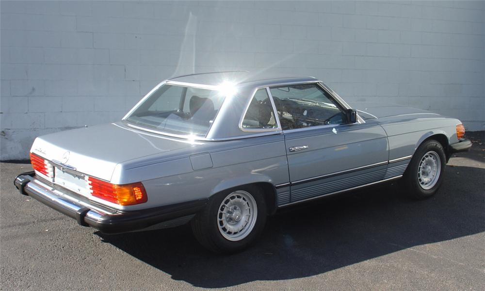 1985 MERCEDES-BENZ 380SL CONVERTIBLE - Rear 3/4 - 40141