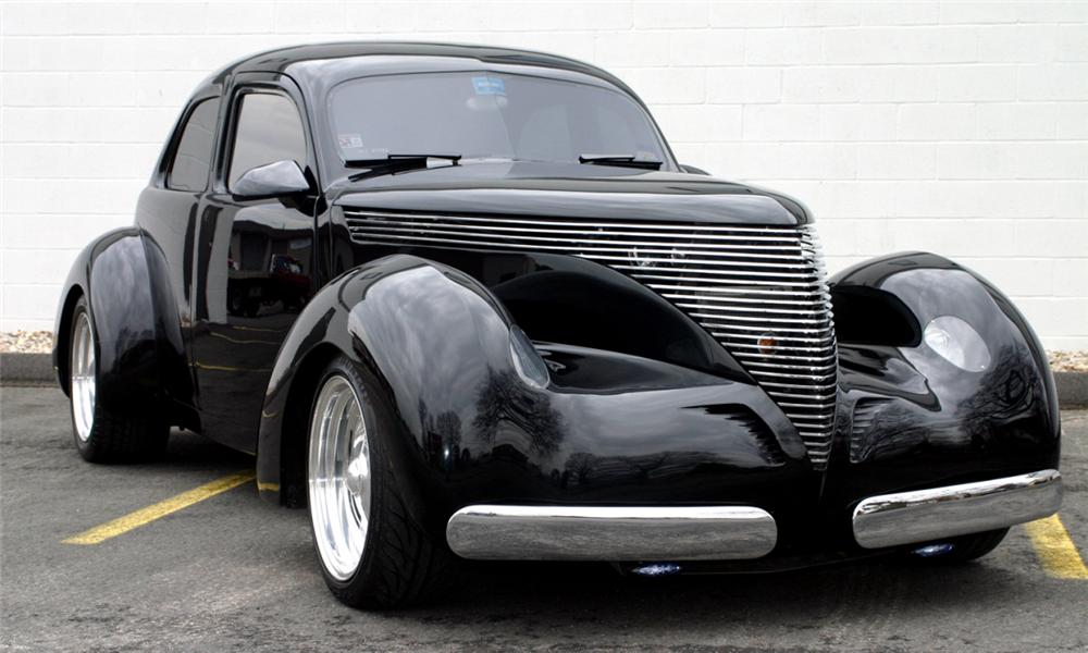 1941 HOLLYWOOD GRAHAM 4 DOOR SEDAN - Front 3/4 - 40148
