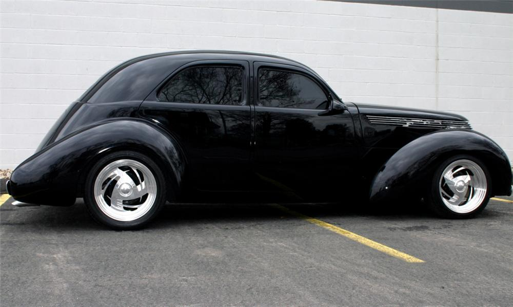 1941 HOLLYWOOD GRAHAM 4 DOOR SEDAN - Rear 3/4 - 40148